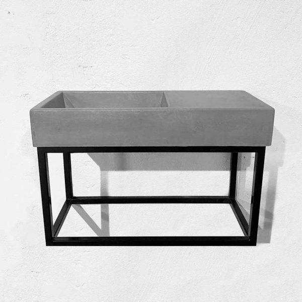 Weerlo concrete cloakroom basin on metal frame