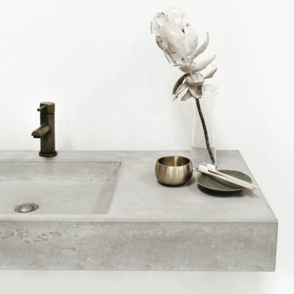 Rectangle concrete sink with flower and accessories - Baly by Concrete Studio